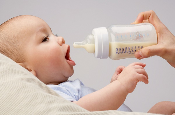 When and How To Stop Feeding Babies Formula? The Ultimate Guide
